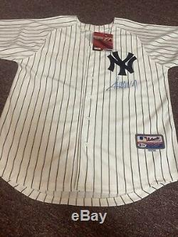 45th PRESIDENT of U. S. DONALD TRUMP AUTOGRAPHED NEW YORK YANKEES JERSEY BAS RARE