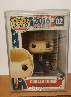 Funko pop! Vinyl Donald Trump #02 Road to the White House. Hand Autographed