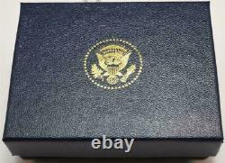 2020 Président Donald Trump White House Gift Gold Square Cobalt Cufflinks Signé