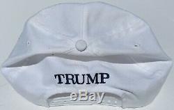 45ème Président Donald J. Trump Signe Authentique Maga Hat Beckett Bas Rare