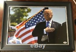 Belle Donald Trump Signé 12x18 Photo Encadrée Psa / Dna Autograph
