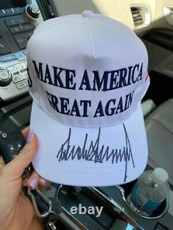 Chapeau Maga Blanc Autographié Par Donald Trump