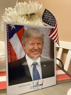 Donald Trump A Signé La Photo De La Maison Blanche