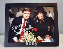 Donald Trump A Signé Une Photo Autographiée Avec L'aoc Avec Le Président Michael Jackson