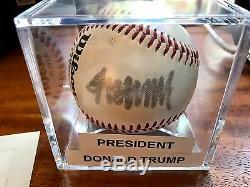 Donald Trump Autographe 45ème Président Signé Baseball Auto