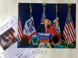 Donald Trump Et Melania Trump Signée À La Main Authentique, Comprend Coa / Rallye