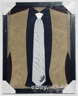 Jsa 45ème Président Des États-unis Donald Trump Cravate Encadrée Autographiée Et Signée Plein Signature
