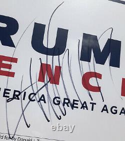 Le Président De Psa/dna Donald Trump A Signé Une Affiche De Bannière De Campagne Encadrée Autographiée