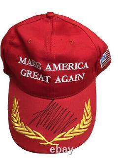Le Président Donald J. Trump 45e Signé Maga Hat