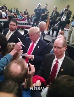 Le Président Donald J. Trump A Signé La Carte D'index 3x5
