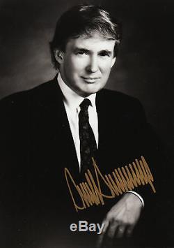 Le Président Donald J. Trump A Signé Le Portrait 8 X 10 En Cadre