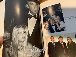 Le Président Donald Trump A Signé Le Temps Du Livre Pour Devenir Dur