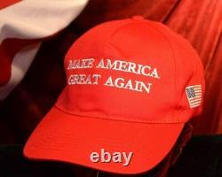 Le Président Donald Trump A Signé Un Autographe, Coa Uacc Psa/dna Guaranteed, Frame, Hat