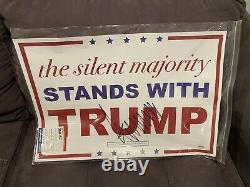 Le Président Donald Trump A Signé Un Signe De Rassemblement De Campagne Silent Majority Coa Psa/dna
