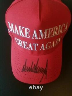 Le Président Donald Trump Autographié Maga Hat