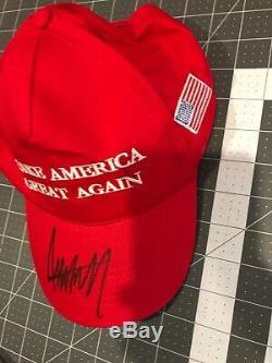 Le Président Donald Trump Autographié Signée À La Main Marque America Great Encore Une Fois Chapeau