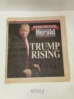 Le Président Donald Trump Hand-signed Boston Herald Newspaper (janvier 2017)