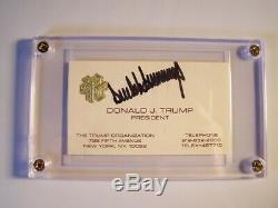 Le Président Donald Trump Signé Carte De Visite Gaufrée En Feuille D'or Rare Autograph