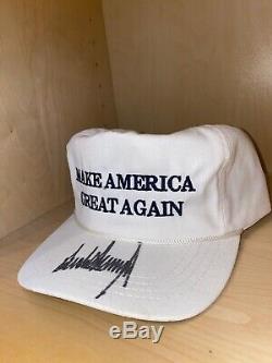 Le Président Donald Trump Signé Chapeau Maga