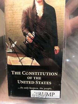 Le Président Donald Trump Signé Pocket Constitution Livre Beckett Assermentée Bgs