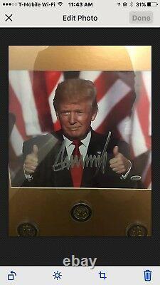 Le Président Donald Trump Signe Un Autographe D'inauguration, Photo Enfance