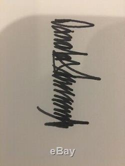 Livre D'autographes De Donald Trump: L'amérique Que Nous Méritons Est Signée À La Main