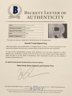 Président Atout & Mike Donald Pence Signed Autographié Drapeau Beckett Bas Campagne