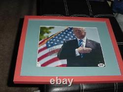 Président Donald Trump Signé Auto Matted/framed 12x15 Photo Psa/adn Coeur De Main